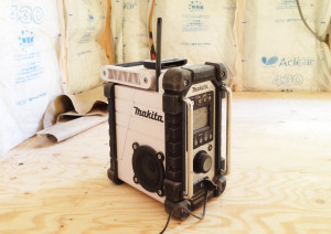 makita(マキタ)のラジオ、MR102Wを発見