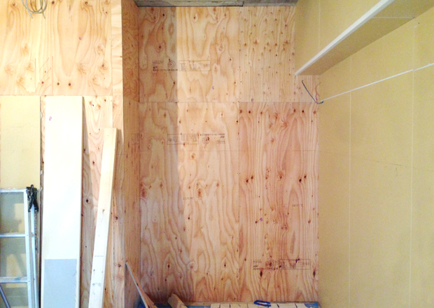 larch-plywood-wall-01