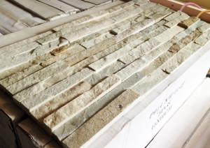 タイルライフの壁用石材パネル届きました。