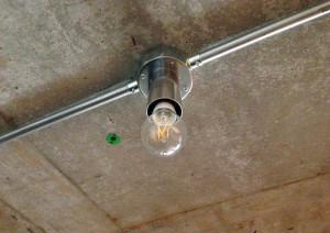 フィラメントなのにLED電球。白熱灯の様に柔らかい光