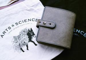 ARTS&SCIENCEのジャバラ財布、買いました。
