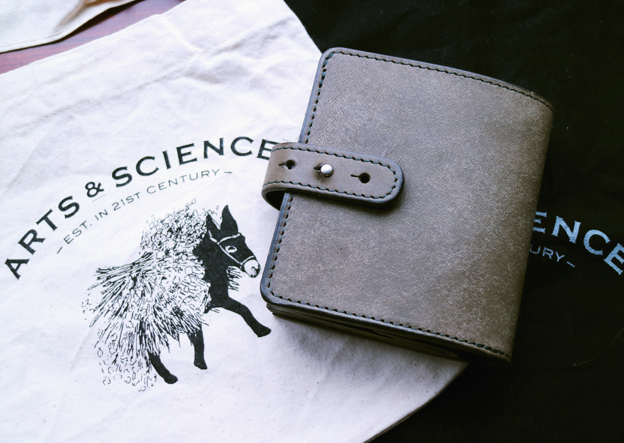 artsandscience-wallet-1601-01