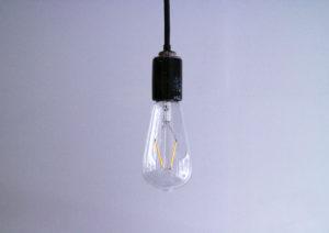 白熱灯の様なフィラメントのLED電球を買いました