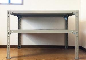 テーブルとしてD&DEPARTMENTの工業用スチールシェルフを買いました